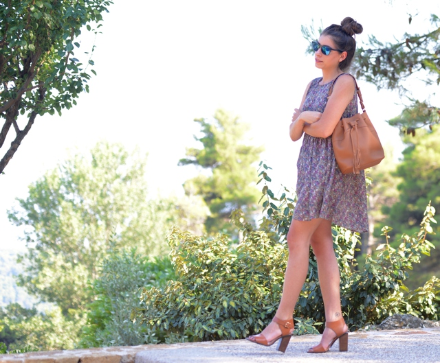 GiGi New York Jenn Bucket bag Street Style Niki Svolou