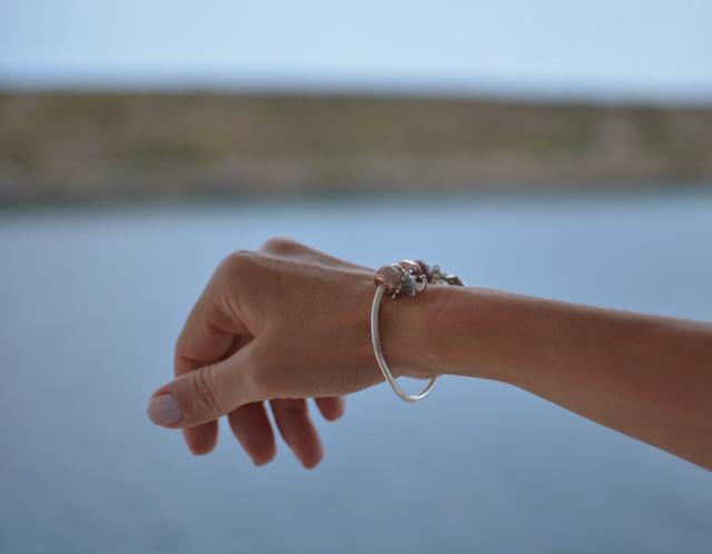 bracelet hand