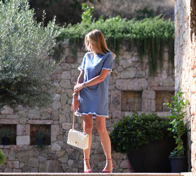 Frayed Denim Dress street style, Valentino Tango pumps, Chanel reissue 2.55, Nina Papaioannou