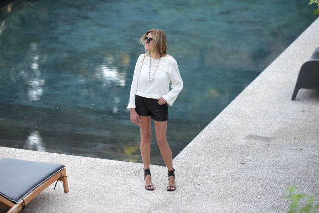 Nina Papaioannou, fashion blogger style