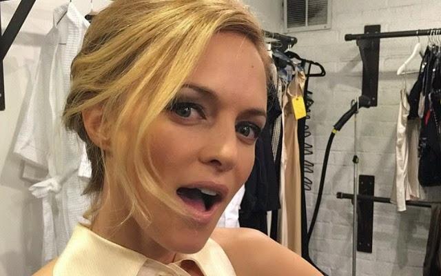 nude color lips perfect makeup selfie