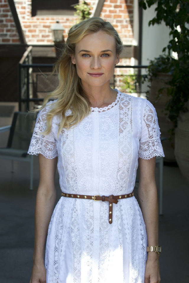 Tan belt on lace dress Diane Kruger
