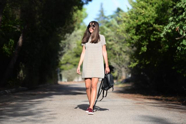 How to wear burgundy superga