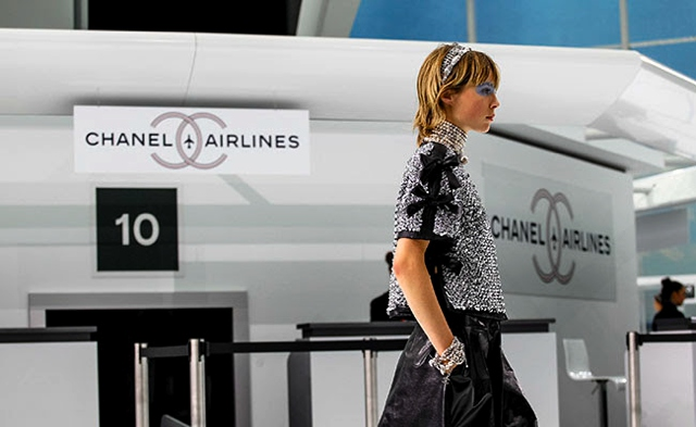 headband Chanel Paris Fashion week SS2016 airport