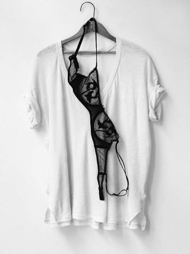 t-shirt black bra
