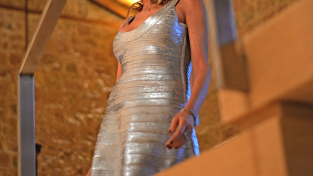 Christmas Eve Party outfit-trend Survivor Silver Herver leger metallic dress00