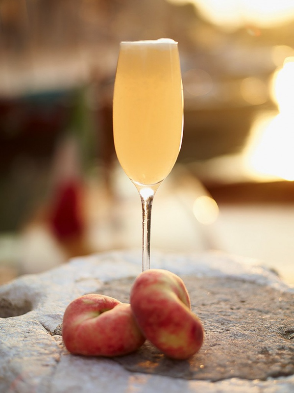 bellini peach cocktail