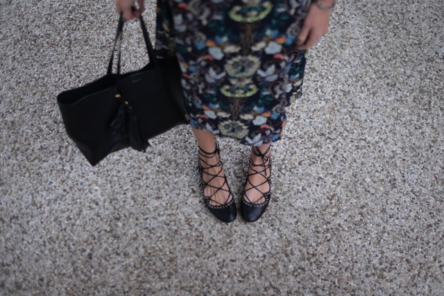 Spring Summer essential floral dress, shopping tote lace up flats