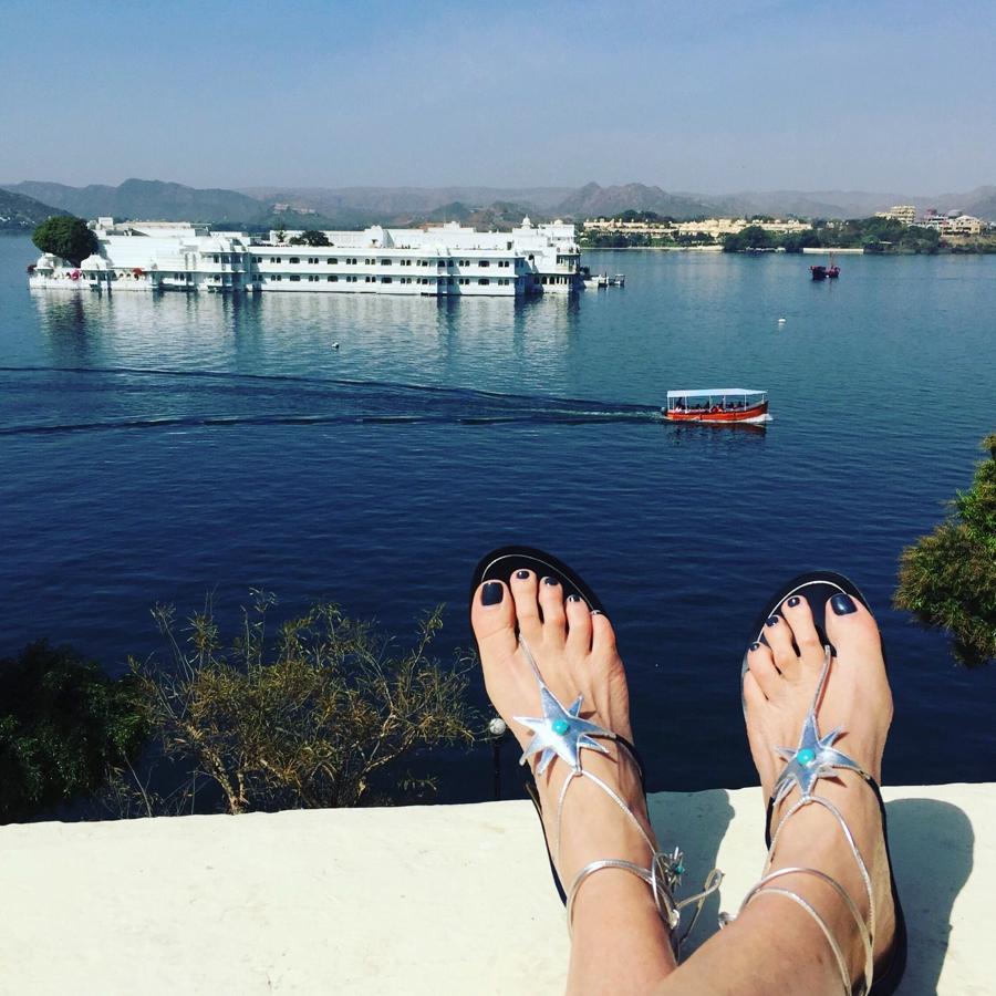 Aquazzura X Poppy Delevigne star flat sandals02