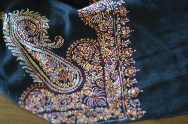 How to buy genuine Pashmina Shawls00