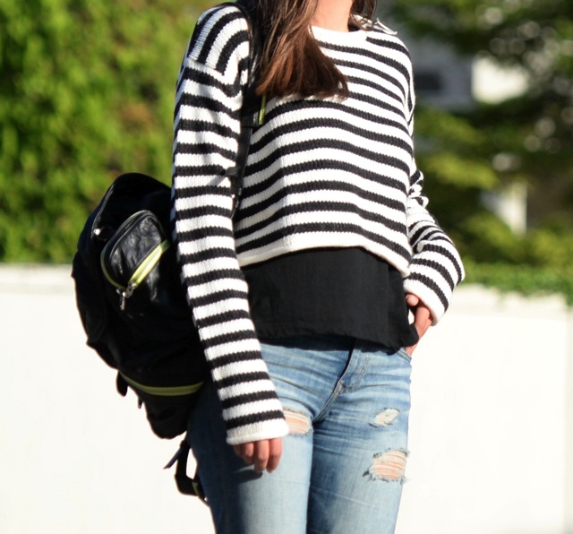Effortless Casual Chic Striped Sweater Street Style01