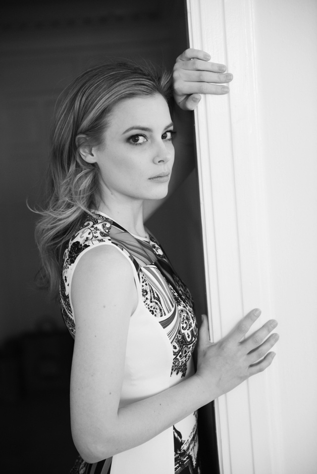 Gillian_Jacobs good posture