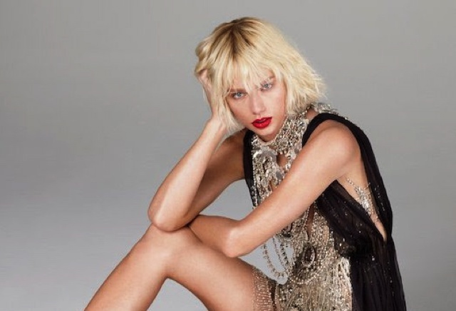 Taylor Swift Vogue messy hair