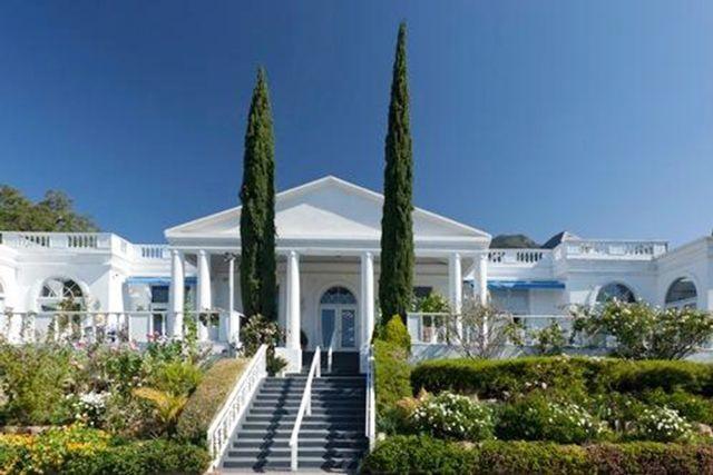 Celebrity homes interior design ideas olsen vs paltrow for Santa barbara new homes