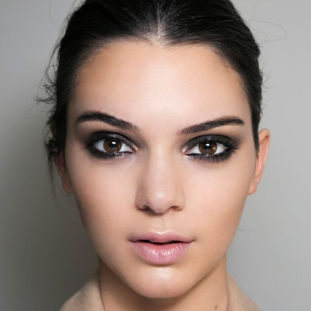 Kendal Jenner signature party smokey eye tutorial