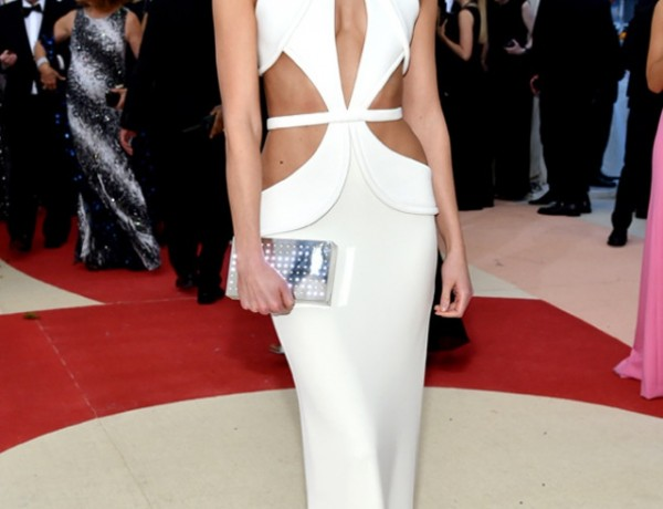 Met Gala Karlie Kloss white dress makeup