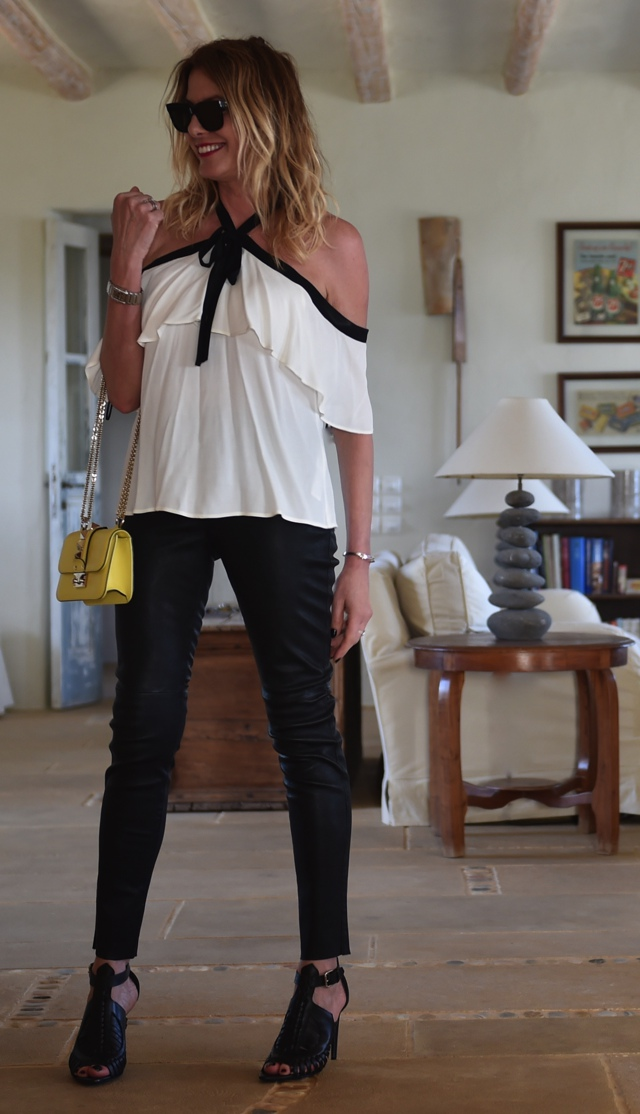 How to wear the off the shoulder trennd Nina Papaioannou TrendSurvivor