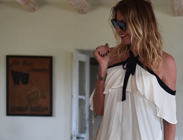 Off the shoulder top trend black and white top blogger style TrendSu