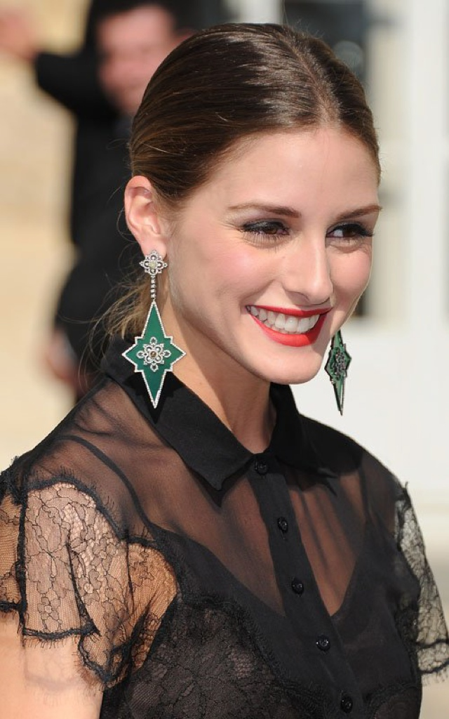 Olivia Palermo How To Wear Statement Earrings with Style? Hair chignon