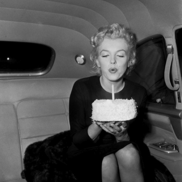 Marilyn Monroe- How to avoid 5 fashion mistakes that age you