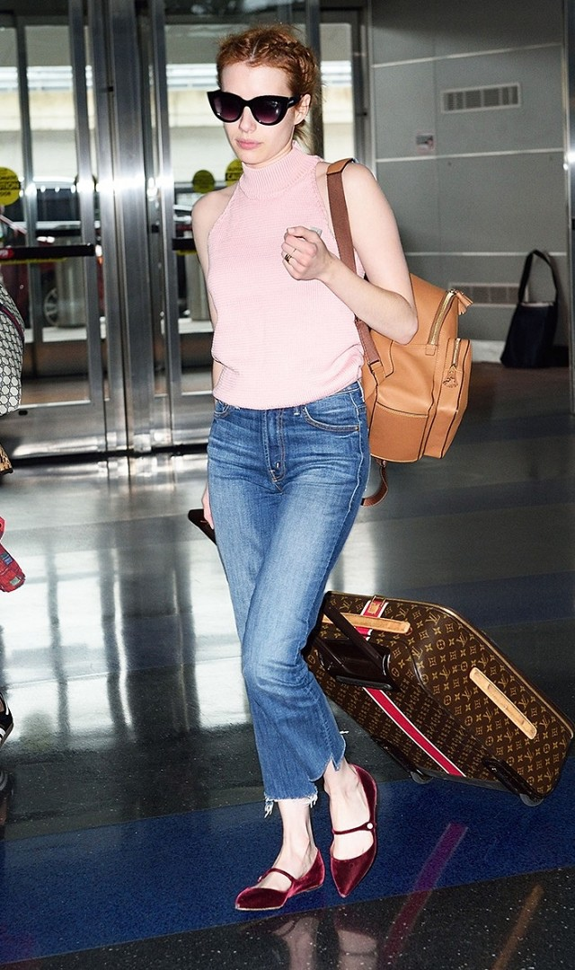 airport outfit Emma Robers