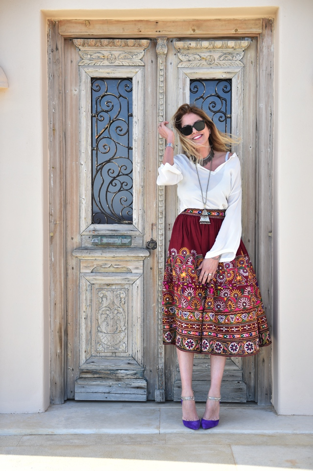 embroidered-midi-skirt-manolo-blahnik-pumps-trendsurvivor04 Nina Papaioannou Trendsurvivor