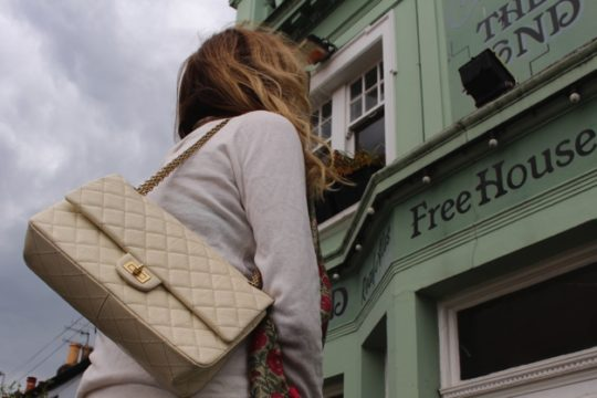 white-outfit-fall-casual-look-street-style-brighton00
