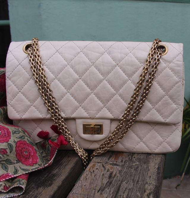 Chanel Bag 2.55 reissue white street style