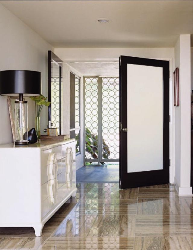 stylish foyer decor