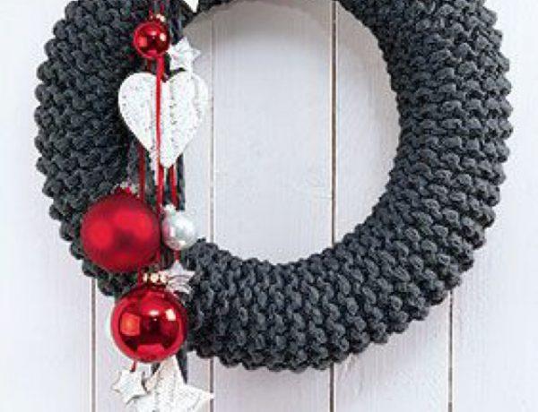 knit-statement-wreath