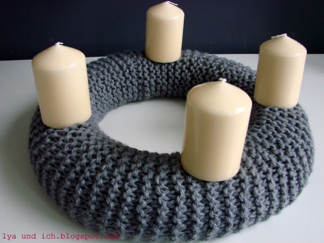 mimal-wreath-knit-candles