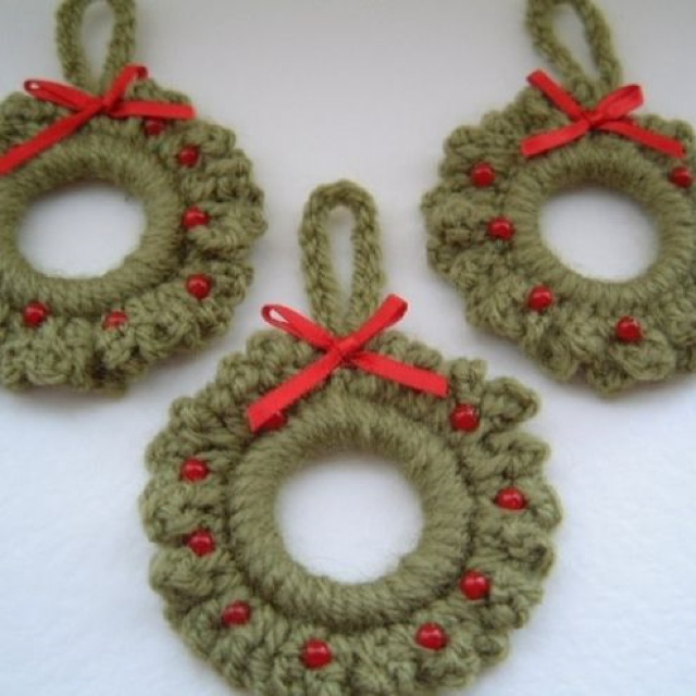 mini-crochet-wreaths