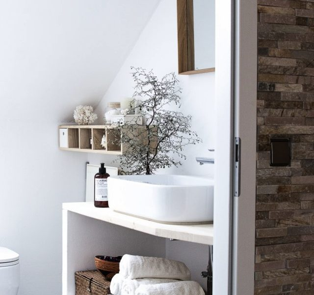Small bathroom updates best bathroom design on a budget for Small bathroom updates