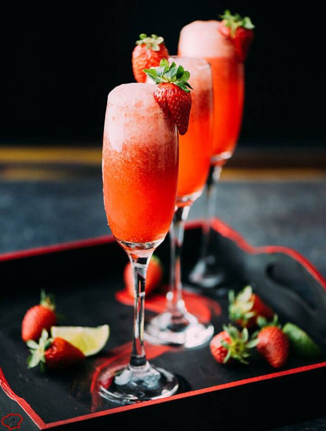 strawberry-champagne-cocktails