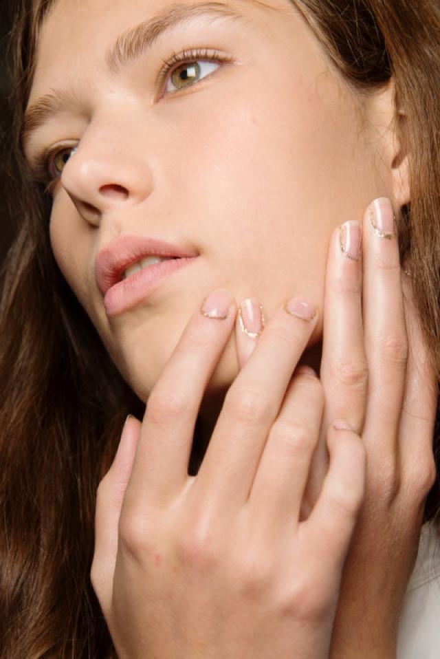 glitter cuticle nail color trend