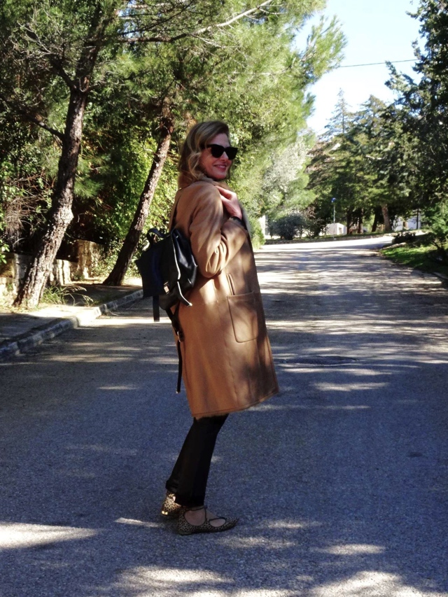 sheepskin camel coat, aquazzura leopard street style01