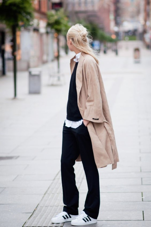 sneakers camel coat