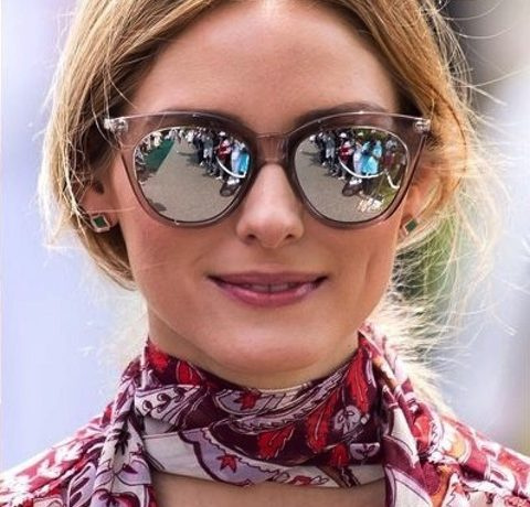 Olivia Palermo tuck-in short bob