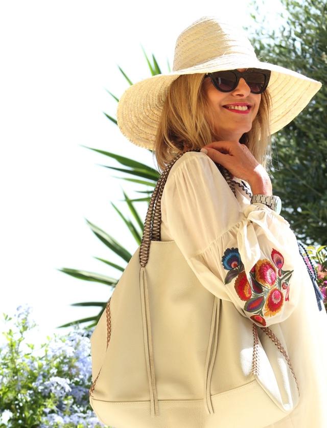 Trendsurvivor Summer Vibes embroidered dress Callista tote Valentino tango01