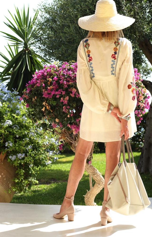 Trendsurvivor Summer Vibes embroidered dress Callista tote Valentino tango03