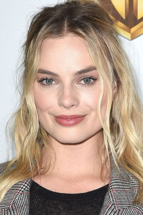 beach waves-margot-robbie