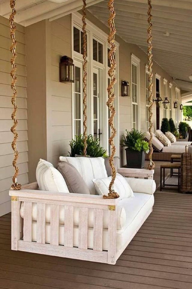 traditional-porch-with-outdoor-chaise-lounge-i_g-IS1jzemzldjjfu0000000000-kuk7N