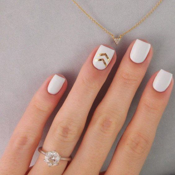 Nail Art white touch of gold