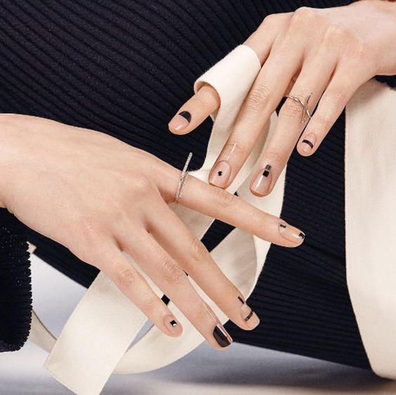 7 chic graphic nail art minimalist ideas - TrendSurvivor