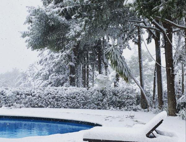 swimming-pool-snow-Athens-Greece